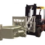 Clemă telescopică pentru anvelope pentru manipularea anvelopelor